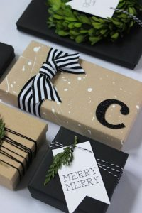 10 Clever + Unique Ways To Wrap Gifts with Brown Kraft Paper. DIY Gift Wrapping Ideas - How To Wrap A Present - Tutorials, Cool Ideas and Instructions. Cute Gift Wrap Ideas for Christmas, Birthdays and Holidays. Tips for Bows and Creative Wrapping Papers. Polka-Dot-Gift-Wrap